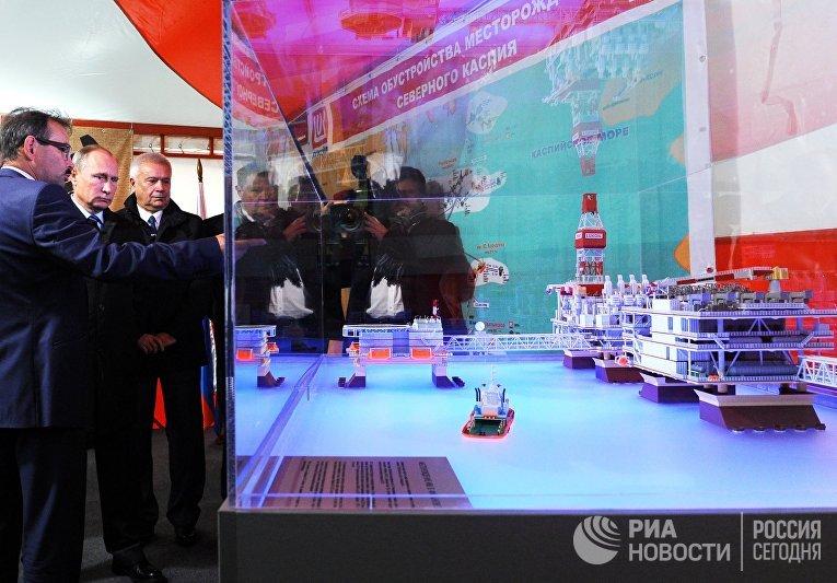 Владимир Путин на церемонии ввода в эксплуатацию нефтяного месторождения в Астрахани. 31 октября 2016