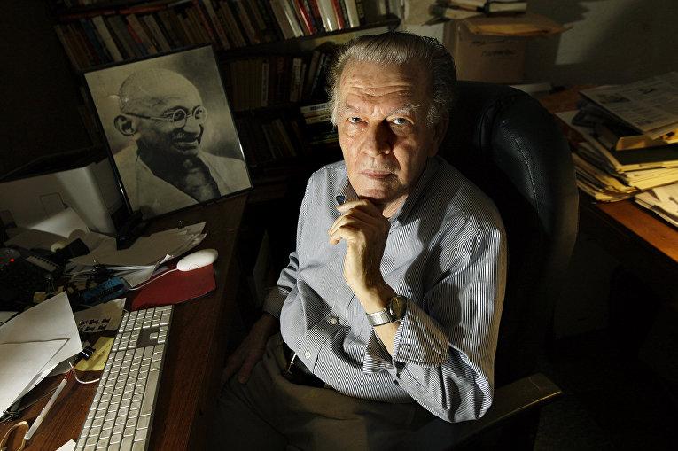 Американский ученый Джин Шарп