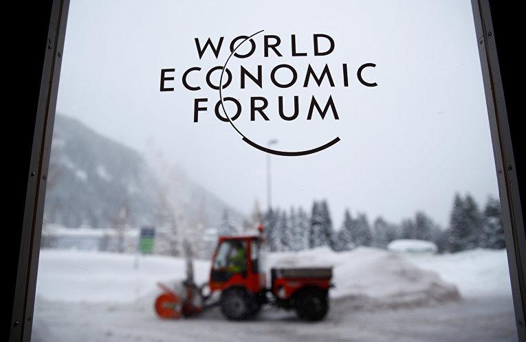 Логотип Всемирного экономического форума в швейцарском Давосе