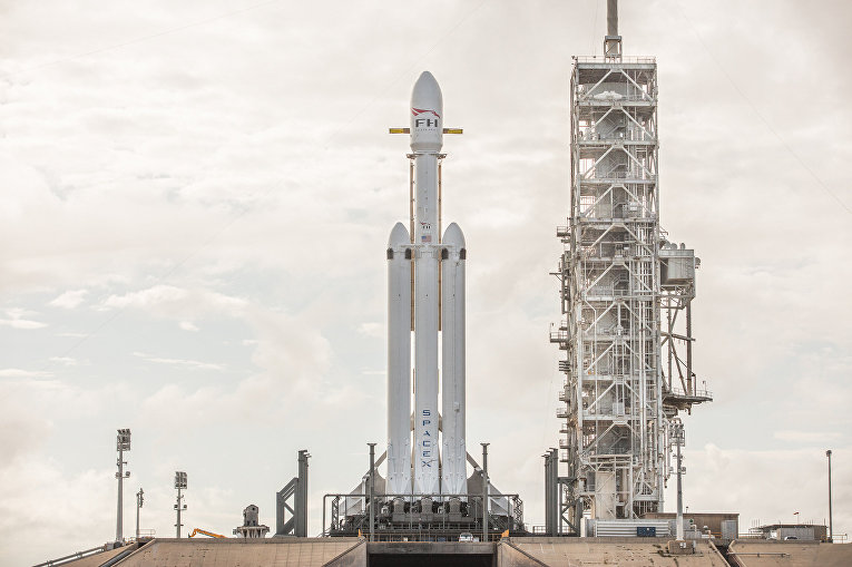 Подготовка ракеты SpaceX Falcon Heavy