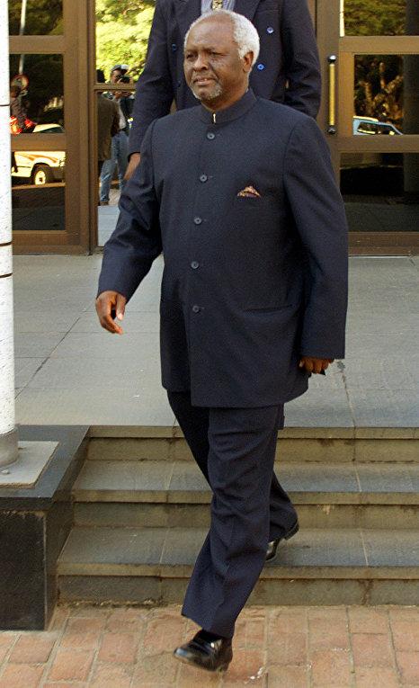 первый президент независимого Зимбабве Канаан Содиндо Банана