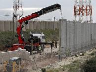 Строительство стены вдоль израильской границы с Ливаном в прибрежном городе Накура
