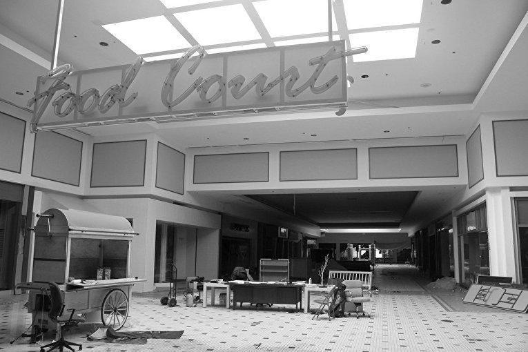 Заброшенный «Кловерлиф молл» в штате Вирджиния