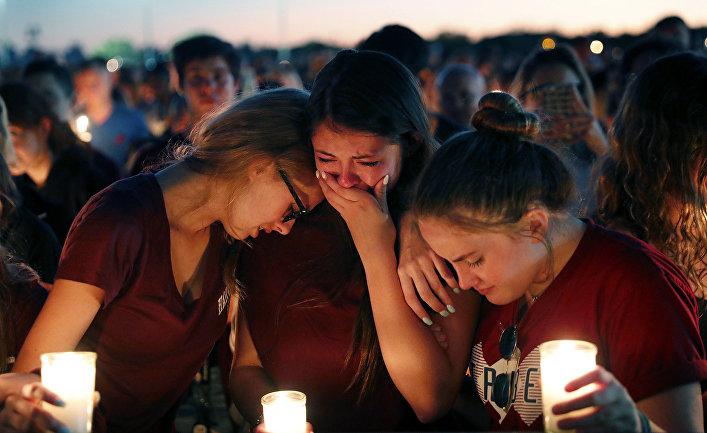 Президент Трамп поддержал идею разрешить школьным учителям носить оружие