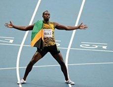 Ямайский спортсмен Усэйн Болт после финального забега на 200 м среди мужчин