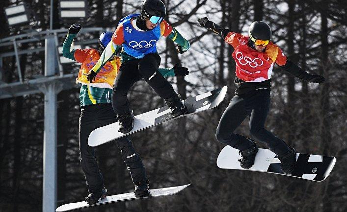 Инсайдеры: МОК может разрешить олимпийцам пройти под флагом РФ назакрытии Игр