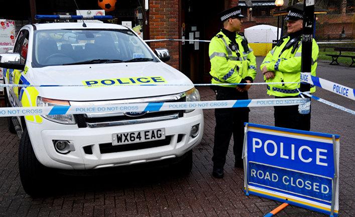 Сотрудники полиции на места обнаружения Сергея Скрипаля в Солсбери, Великобритания